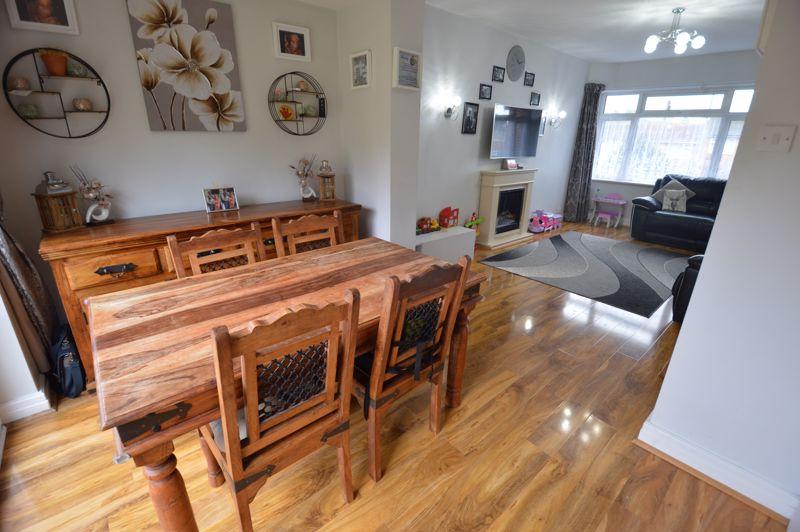 2 bedroom Detached  to buy in Crawley Green Road, Luton - Photo 4