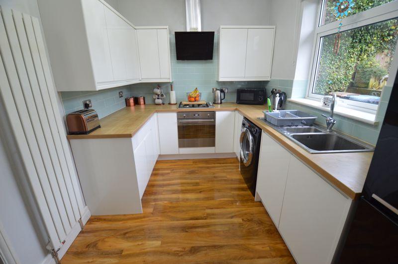 2 bedroom Detached  to buy in Crawley Green Road, Luton - Photo 5