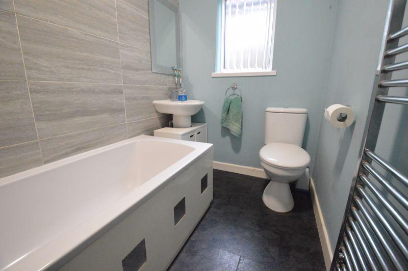 2 bedroom Detached  to buy in Crawley Green Road, Luton - Photo 6