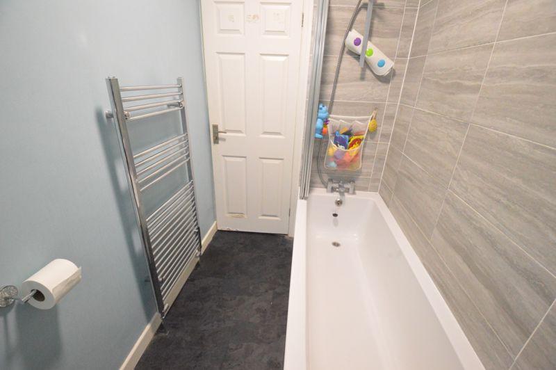 2 bedroom Detached  to buy in Crawley Green Road, Luton - Photo 7