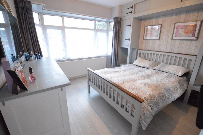 2 bedroom Detached  to buy in Crawley Green Road, Luton - Photo 9