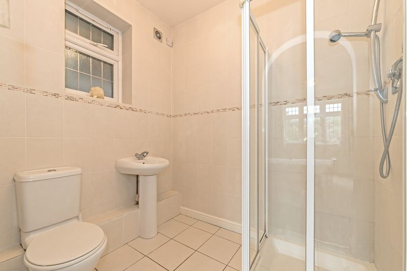 5 bedroom Detached  to buy in Old Bedford Road, Luton - Photo 12