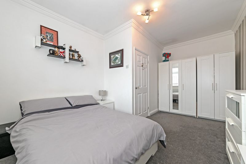 5 bedroom Detached  to buy in Old Bedford Road, Luton - Photo 13