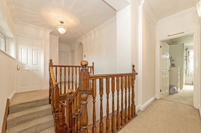 5 bedroom Detached  to buy in Old Bedford Road, Luton - Photo 14