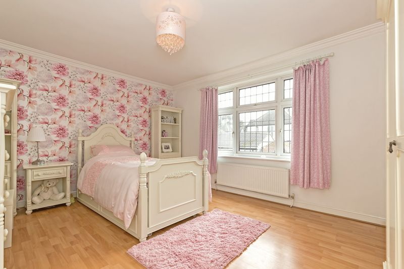 5 bedroom Detached  to buy in Old Bedford Road, Luton - Photo 18