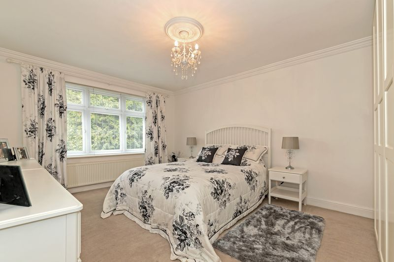 5 bedroom Detached  to buy in Old Bedford Road, Luton - Photo 19