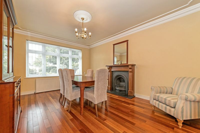 5 bedroom Detached  to buy in Old Bedford Road, Luton - Photo 21