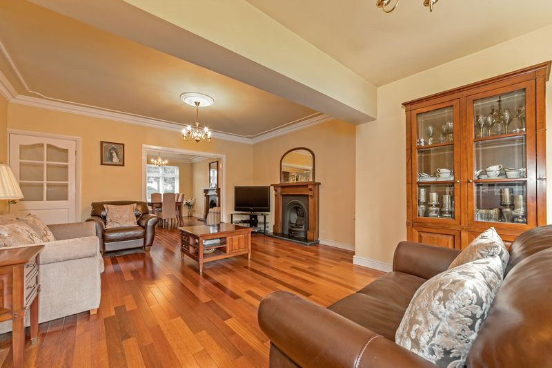 5 bedroom Detached  to buy in Old Bedford Road, Luton - Photo 25