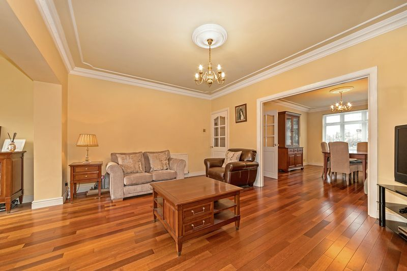 5 bedroom Detached  to buy in Old Bedford Road, Luton - Photo 26