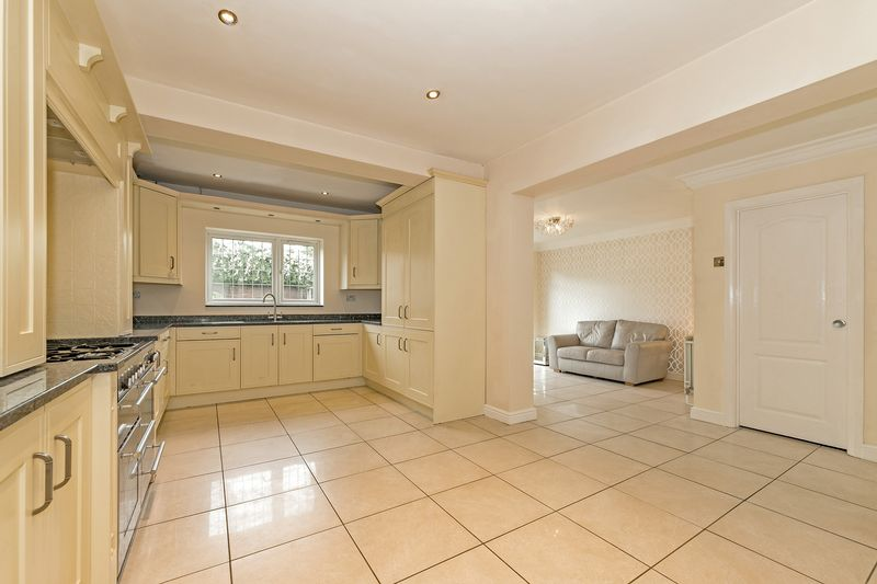 5 bedroom Detached  to buy in Old Bedford Road, Luton - Photo 27