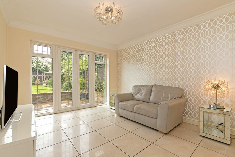 5 bedroom Detached  to buy in Old Bedford Road, Luton - Photo 31