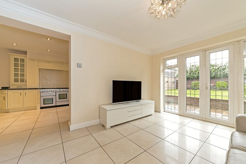5 bedroom Detached  to buy in Old Bedford Road, Luton - Photo 32