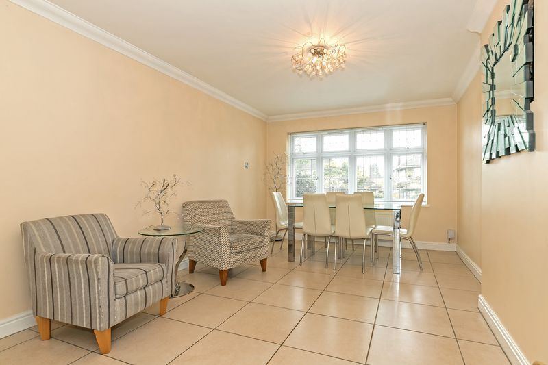 5 bedroom Detached  to buy in Old Bedford Road, Luton - Photo 33