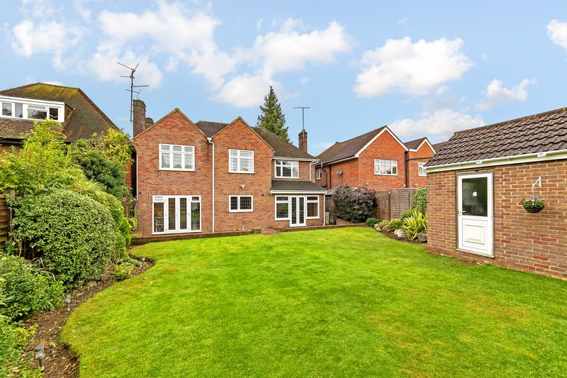 5 bedroom Detached  to buy in Old Bedford Road, Luton - Photo 2