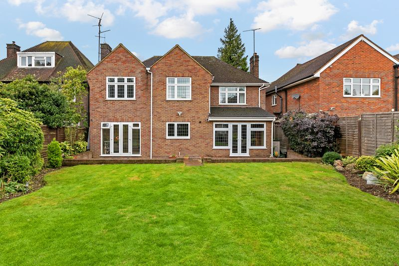 5 bedroom Detached  to buy in Old Bedford Road, Luton - Photo 3