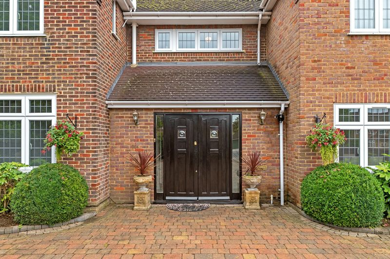 5 bedroom Detached  to buy in Old Bedford Road, Luton - Photo 9
