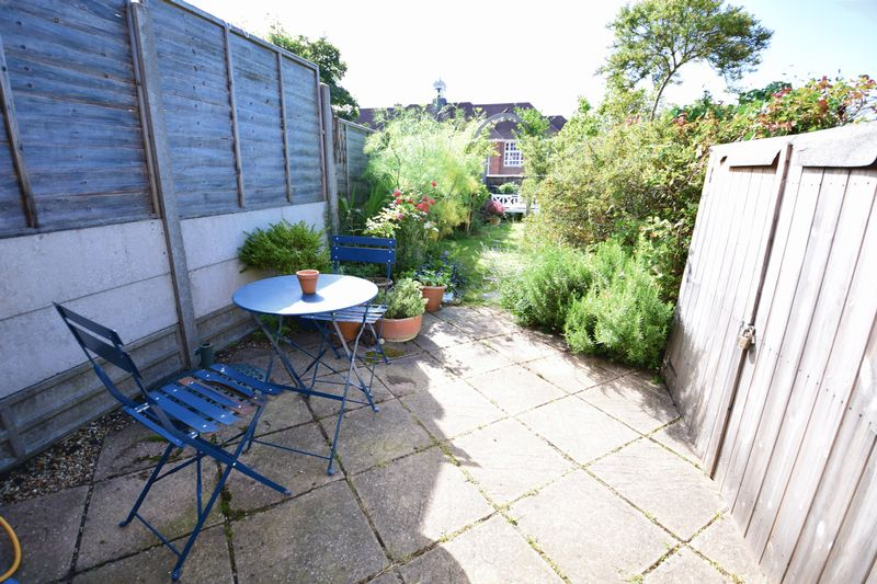 2 bedroom Mid Terrace to buy in Tennyson Road, Luton - Photo 3