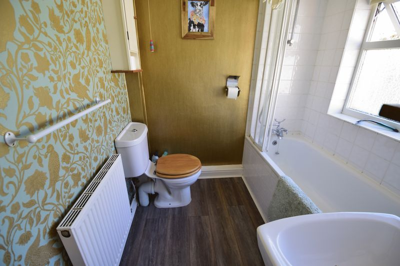 2 bedroom Mid Terrace to buy in Tennyson Road, Luton - Photo 7