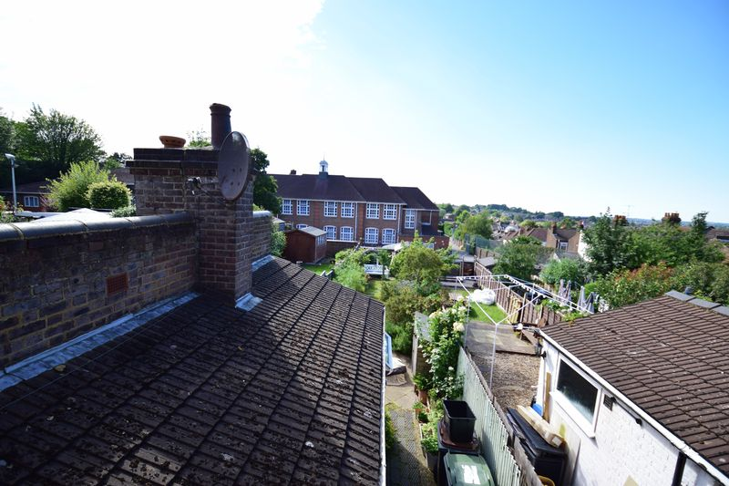 2 bedroom Mid Terrace to buy in Tennyson Road, Luton - Photo 9