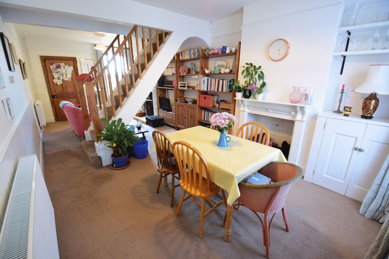 2 bedroom Mid Terrace to buy in Tennyson Road, Luton - Photo 14