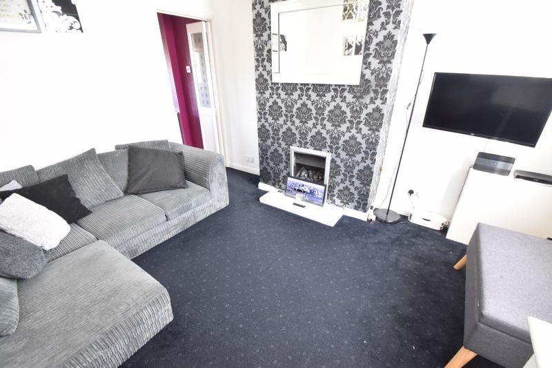 2 bedroom  to buy in Third Avenue, Luton - Photo 13