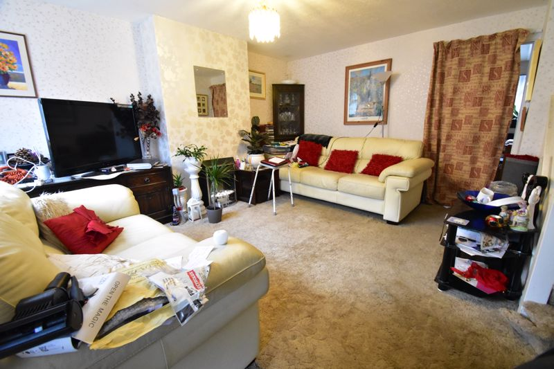 3 bedroom Mid Terrace to buy in Butely Road, Luton - Photo 4