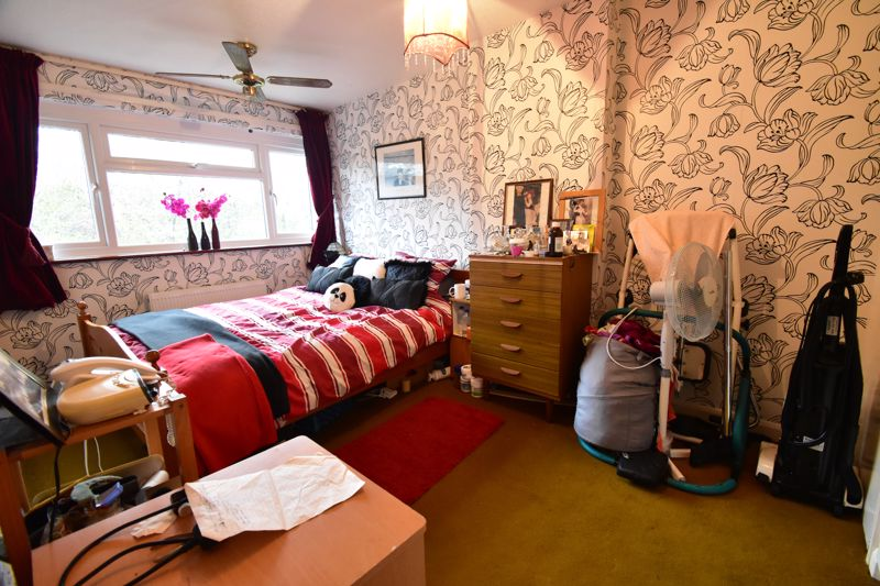 3 bedroom Mid Terrace to buy in Butely Road, Luton - Photo 5
