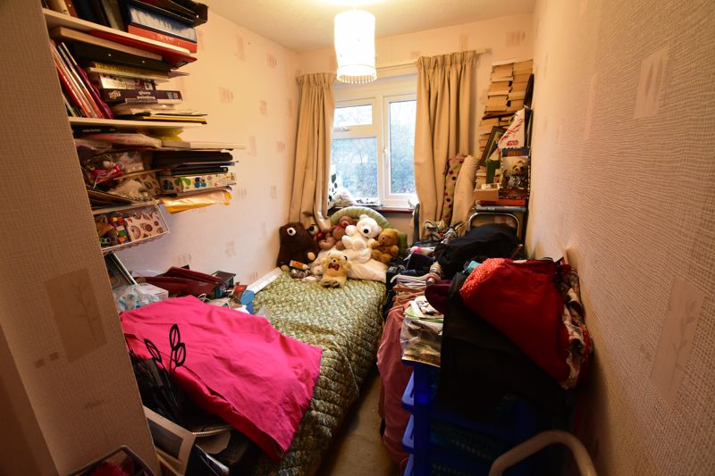3 bedroom Mid Terrace to buy in Butely Road, Luton - Photo 10