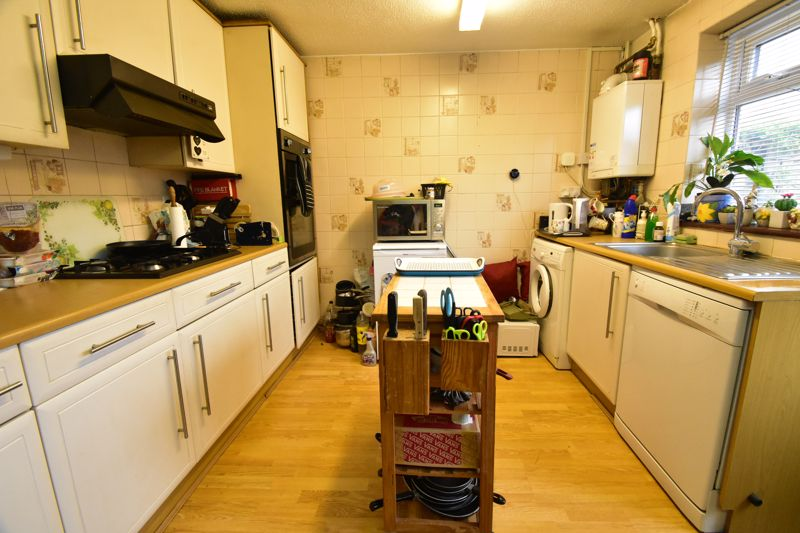 3 bedroom Mid Terrace to buy in Butely Road, Luton - Photo 18