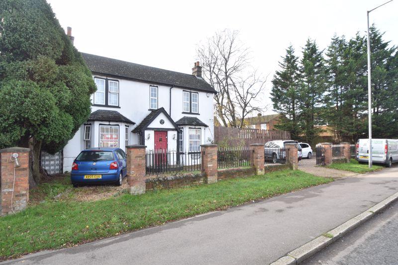 4 bedroom Detached  to buy in Toddington Road, Luton