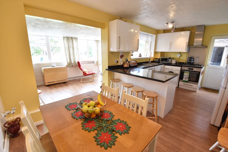 3 bedroom Semi-Detached  to buy in Arbroath Road, Luton - Photo 2