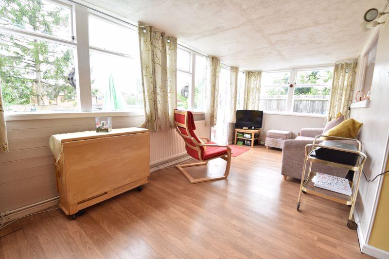 3 bedroom Semi-Detached  to buy in Arbroath Road, Luton - Photo 3