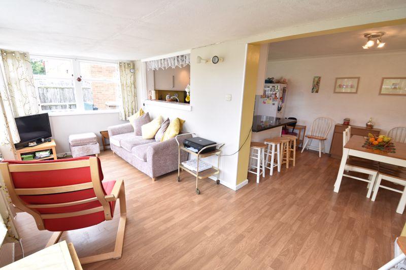 3 bedroom Semi-Detached  to buy in Arbroath Road, Luton - Photo 4