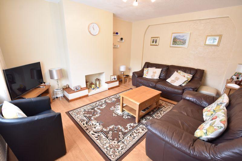 3 bedroom Semi-Detached  to buy in Arbroath Road, Luton - Photo 10