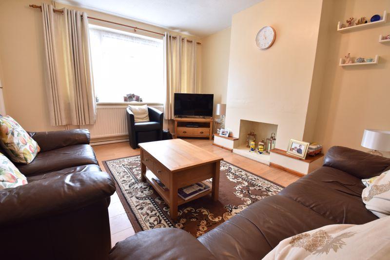3 bedroom Semi-Detached  to buy in Arbroath Road, Luton - Photo 11