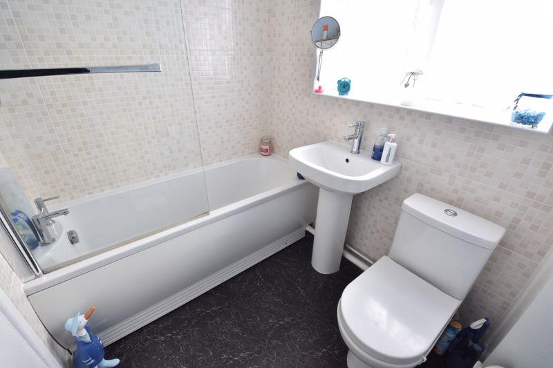 3 bedroom Semi-Detached  to buy in Arbroath Road, Luton - Photo 14