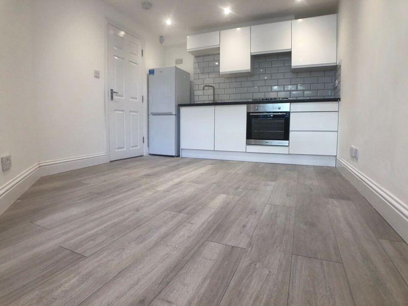 6 bedroom  to buy in Hastings Street, Luton - Photo 12