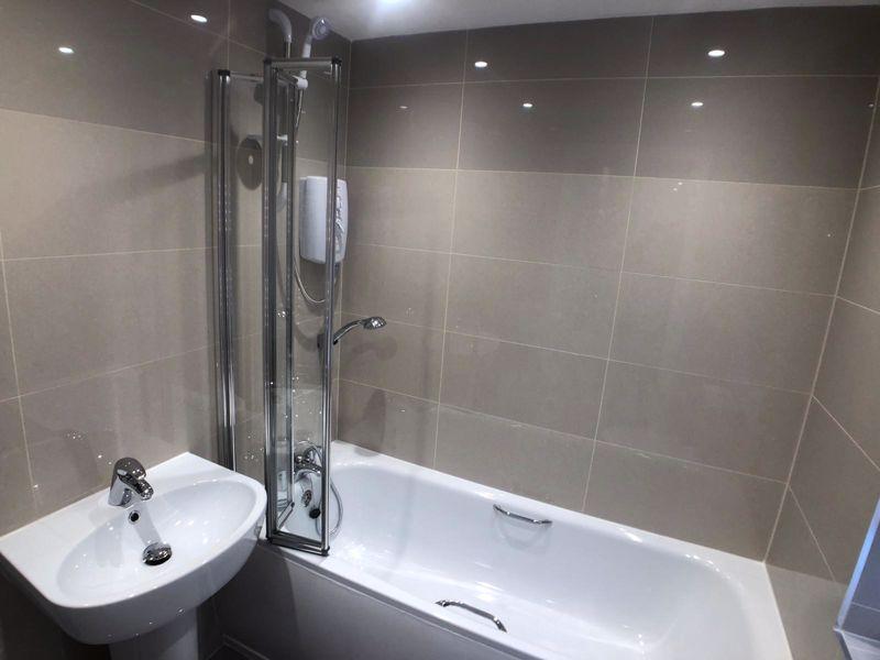 6 bedroom  to buy in Hastings Street, Luton - Photo 10