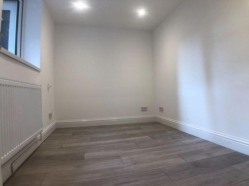 6 bedroom  to buy in Hastings Street, Luton - Photo 9