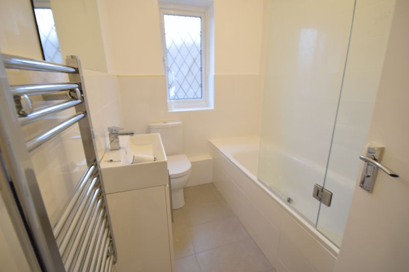 2 bedroom Mid Terrace to rent in Swan Mead, Luton - Bathroom
