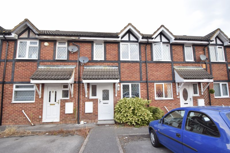 2 bedroom Mid Terrace to rent in Swan Mead, Luton - Front