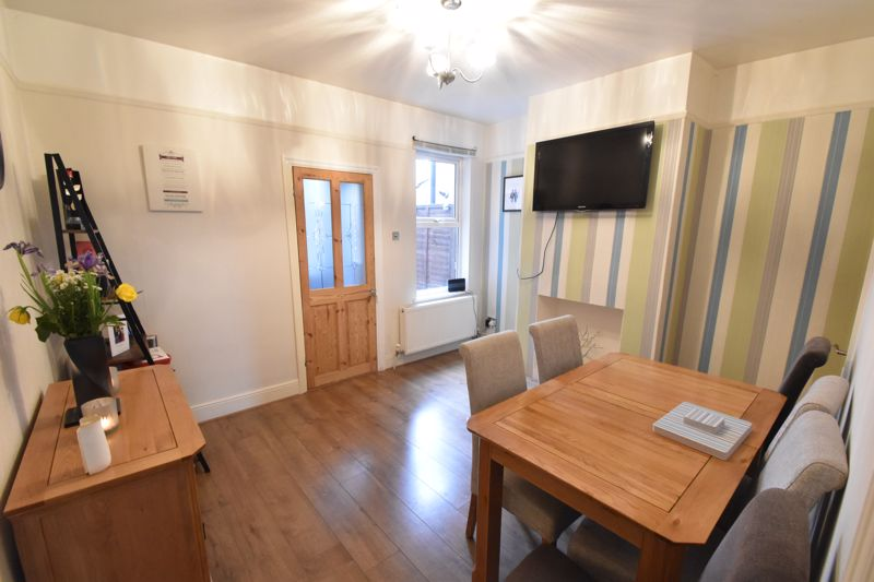 3 bedroom Mid Terrace to buy in Richmond Hill, Luton - Photo 1