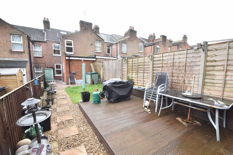 3 bedroom Mid Terrace to buy in Richmond Hill, Luton - Photo 14