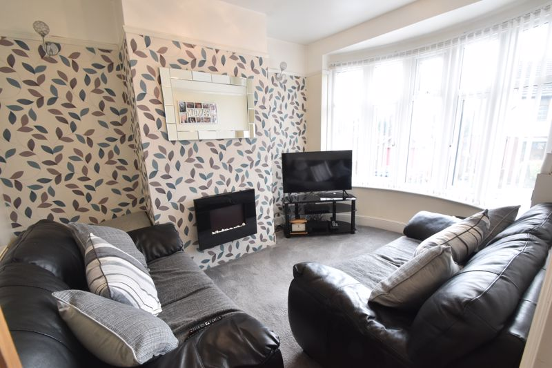 3 bedroom Mid Terrace to buy in Richmond Hill, Luton - Photo 15