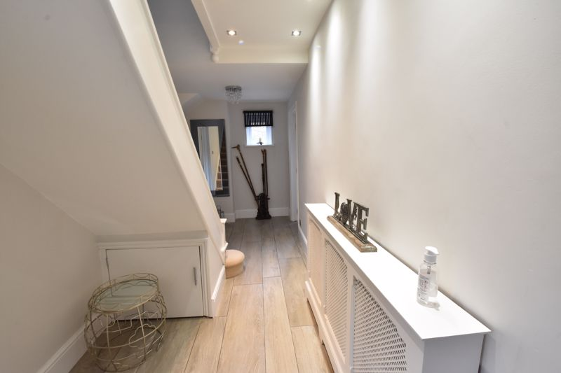 3 bedroom  to rent in Marlborough Road, Luton - Photo 5