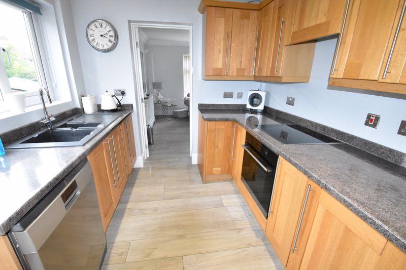 3 bedroom  to rent in Marlborough Road, Luton - Photo 12