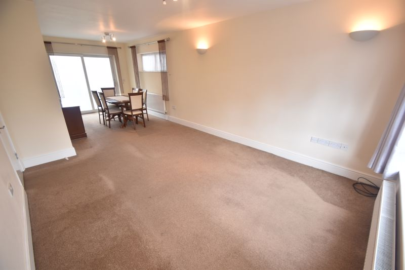 3 bedroom Detached  to rent in Ashcroft Road, Luton - Photo 9