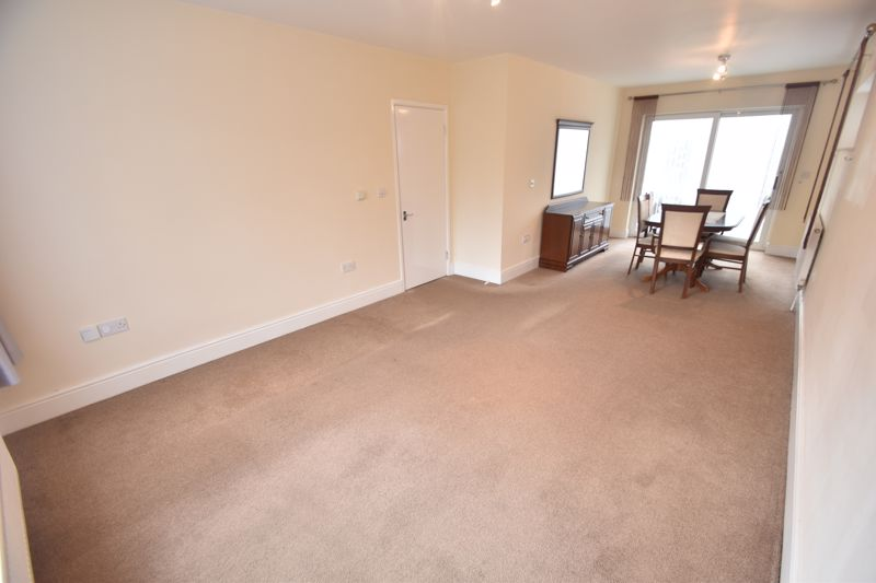3 bedroom Detached  to rent in Ashcroft Road, Luton - Photo 10
