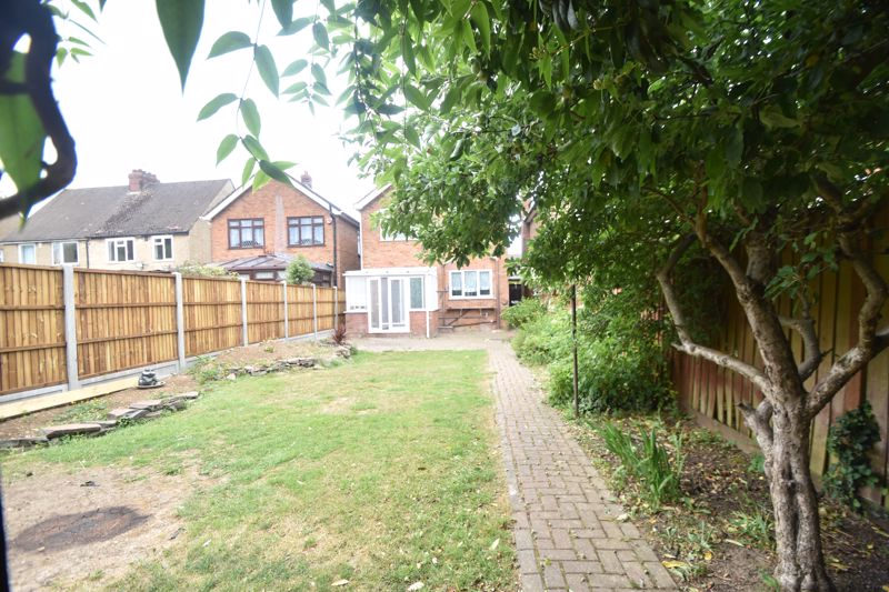 3 bedroom Detached  to rent in Ashcroft Road, Luton - Photo 6