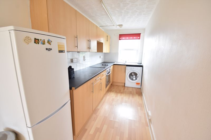 2 bedroom  to buy in Downs Road, Luton - Photo 2